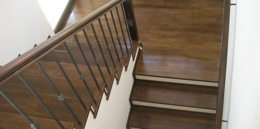 Trepte & parchet alb