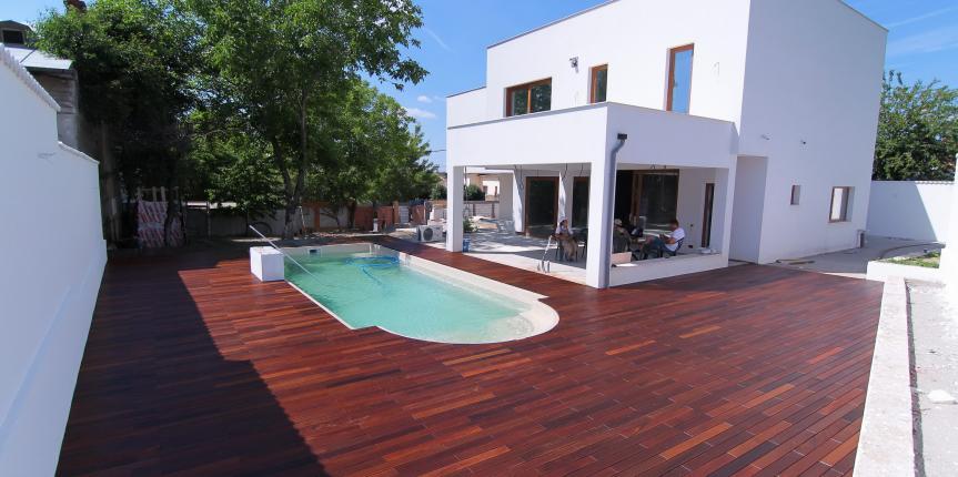 Teck (piscina exterioara)